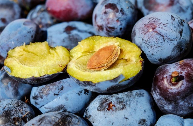 صور تحتوي #فاكهة #وظيفة_محترمة #قص_في_النصف #حجر_الفاكهة