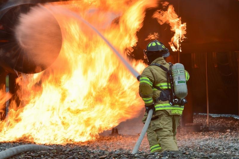 صور لـ #نار #تدريب #خاضع_للسيطرة #رجال_الاطفاء #حي