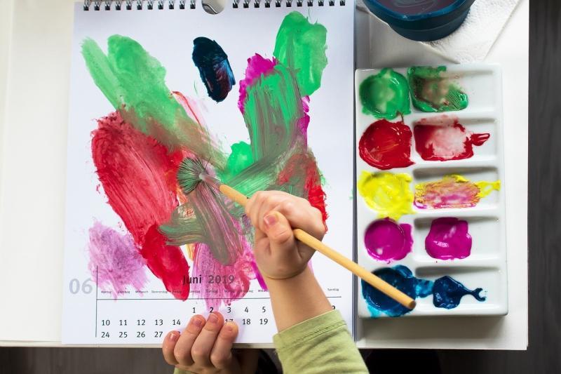 صور تحتوي #مرح #رسم #طفل #خلاق #فرح #فرشاة #دهانات_اكريليك