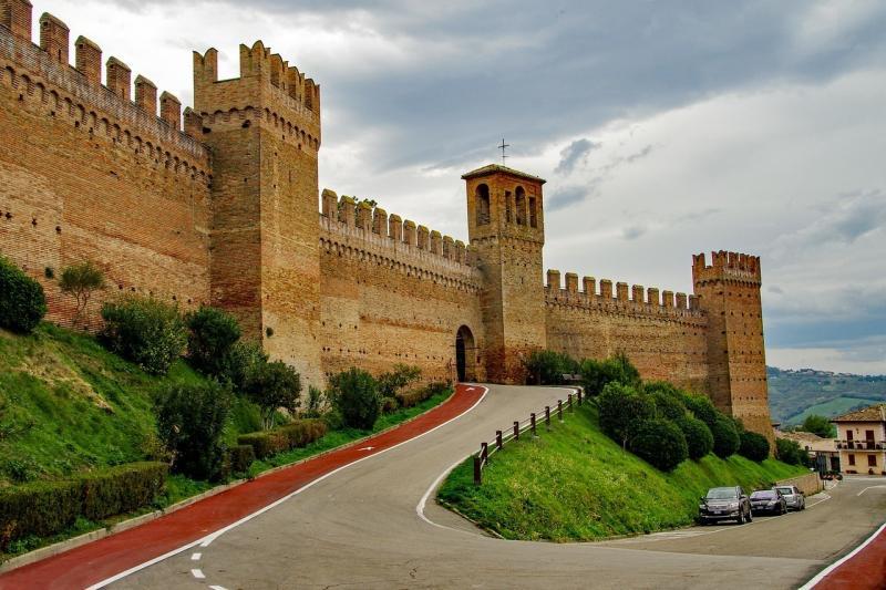 صور لـ #قلعة #من_القرون_الوسطى #الجدران #التاريخ #الجدران