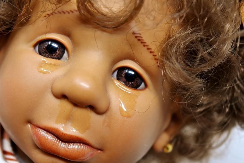 صور تحتوي #حزن #دموع #الولايات_المتحدة_الأمريكية #رأي #فتاة #دمية #يبكي #رئيس #وجه