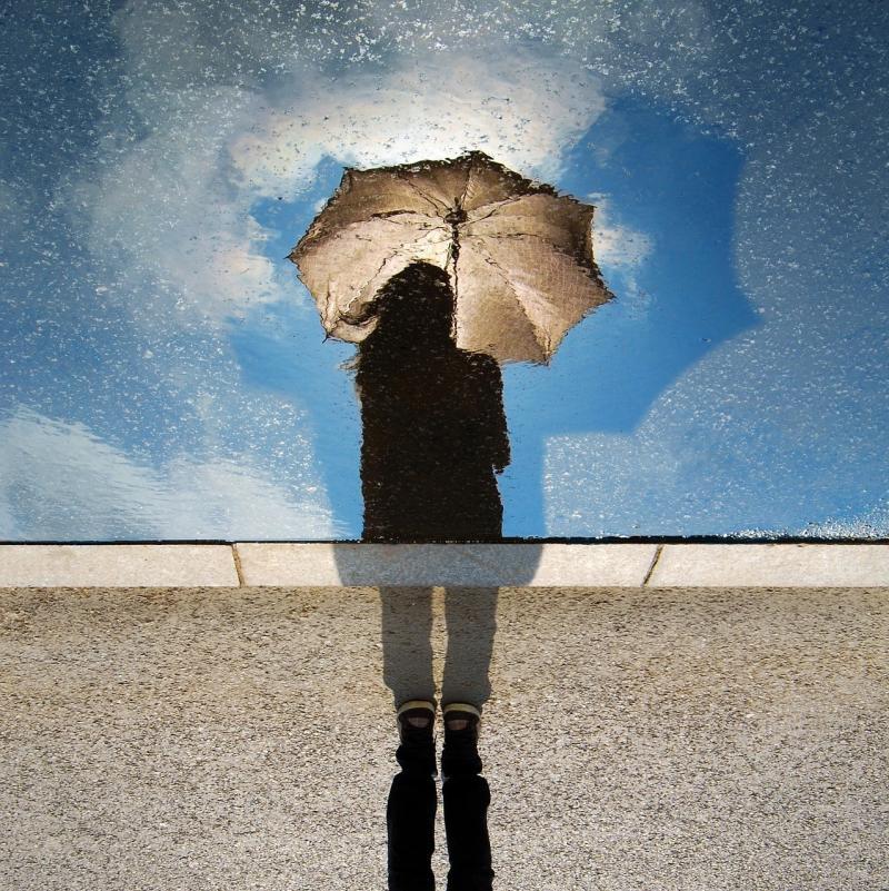 صور تحتوي #خيال #انعكاس #مظلة