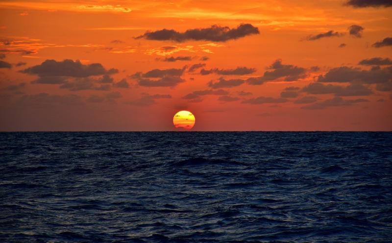 صور تحتوي #غروب_الشمس #شروق_الشمس #الشفق #بحر #الأفق #إبحار