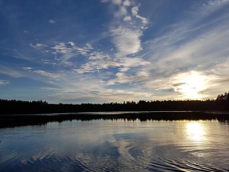 صور لـ #اللحن_الرعوي #مساء #السويد #راحة #غروب_الشمس #بحيرة #واسع