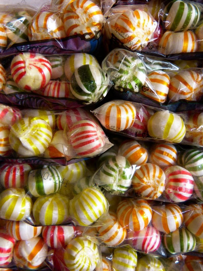 صور تحتوي #السكر #مص #لذيذ #حلويات #زاهى_الألوان #حلو