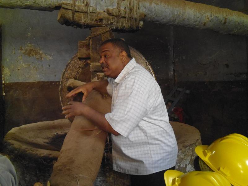 من داخل معصرة زيوت الحاج عبدالرضى بكور